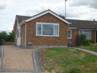 3 Bedrooms Bungalow for sale in Queen Street, Bozeat, Wellingborough, Northamptonshire
