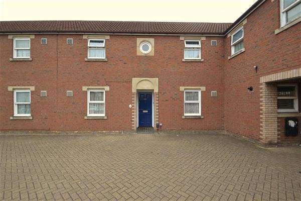 2 Bedrooms Terraced House for sale in Kilross Road, Bedfont