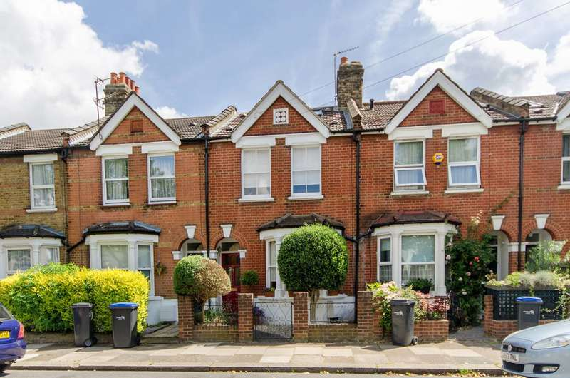 4 Bedrooms House for sale in Clive Road, Enfield Town, EN1