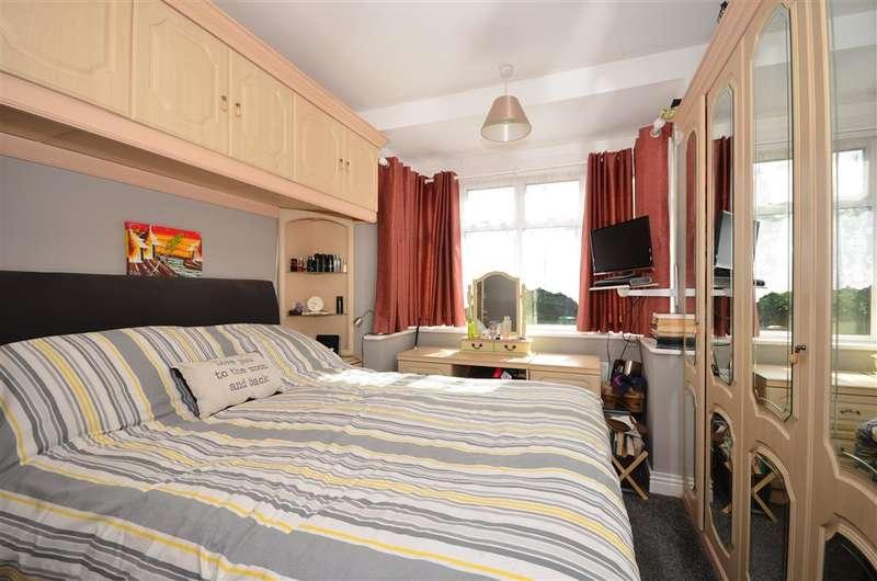 4 Bedrooms Bungalow for sale in Chipstead Way, Banstead, Surrey