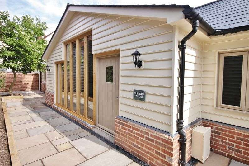 2 Bedrooms Detached House for sale in Buntingford Town Centre