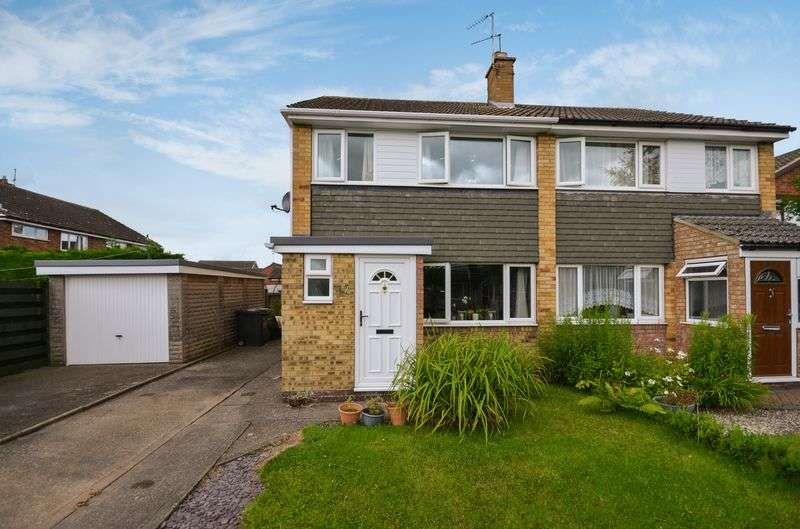 3 Bedrooms Semi Detached House for sale in 17 Larch Way, Haxby, York, YO32 3RT