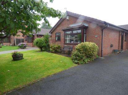 3 Bedrooms Bungalow for sale in Rothay Drive, Reddish, Stockport, Cheshire