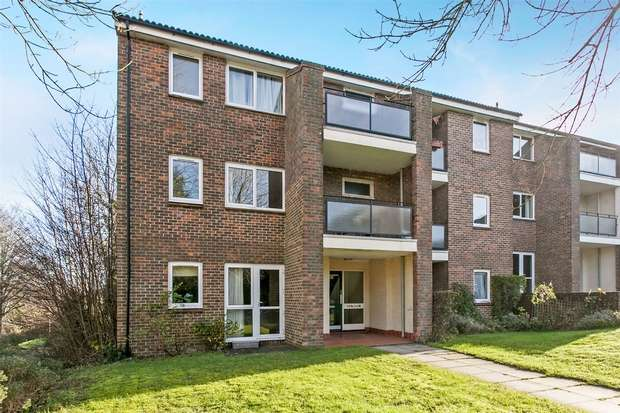 2 Bedrooms Flat for sale in Badger Farm, Winchester, Hampshire