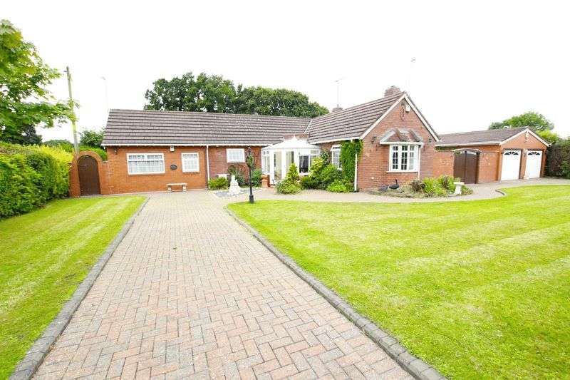 3 Bedrooms Detached Bungalow for sale in Chester High Road, Neston