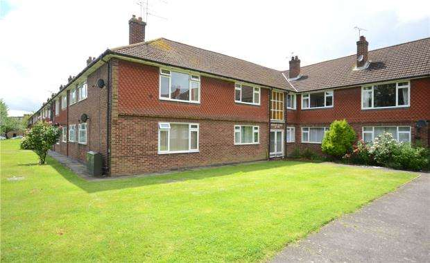 3 Bedrooms Apartment Flat for sale in Meadow Court, Anchor Meadow, Farnborough