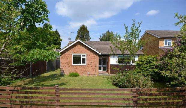 2 Bedrooms Detached Bungalow for sale in Beaufort Road, Church Crookham, Fleet