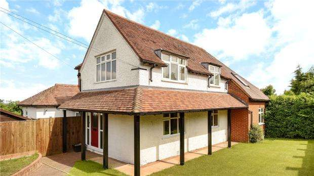 5 Bedrooms Detached House for sale in Folly Hill, Farnham, Surrey
