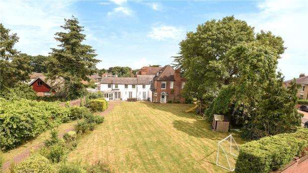 6 Bedrooms Semi Detached House for sale in High Street, Iver, Buckinghamshire