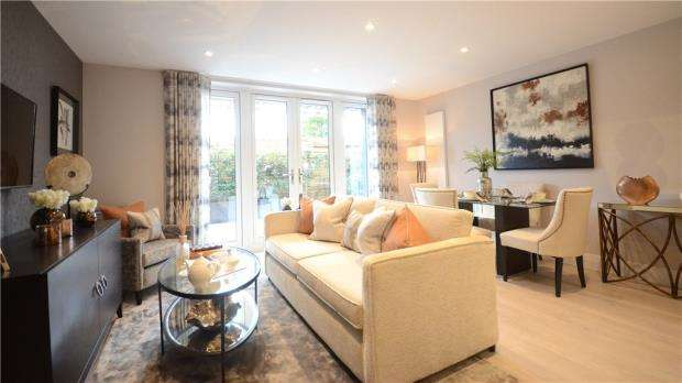 2 Bedrooms Apartment Flat for sale in Kings Road, Fleet, Hampshire