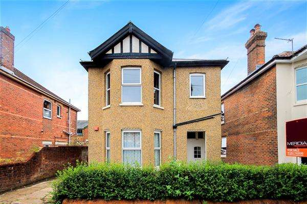 2 Bedrooms Flat for sale in Nortoft Road, Charminster, Bournemouth
