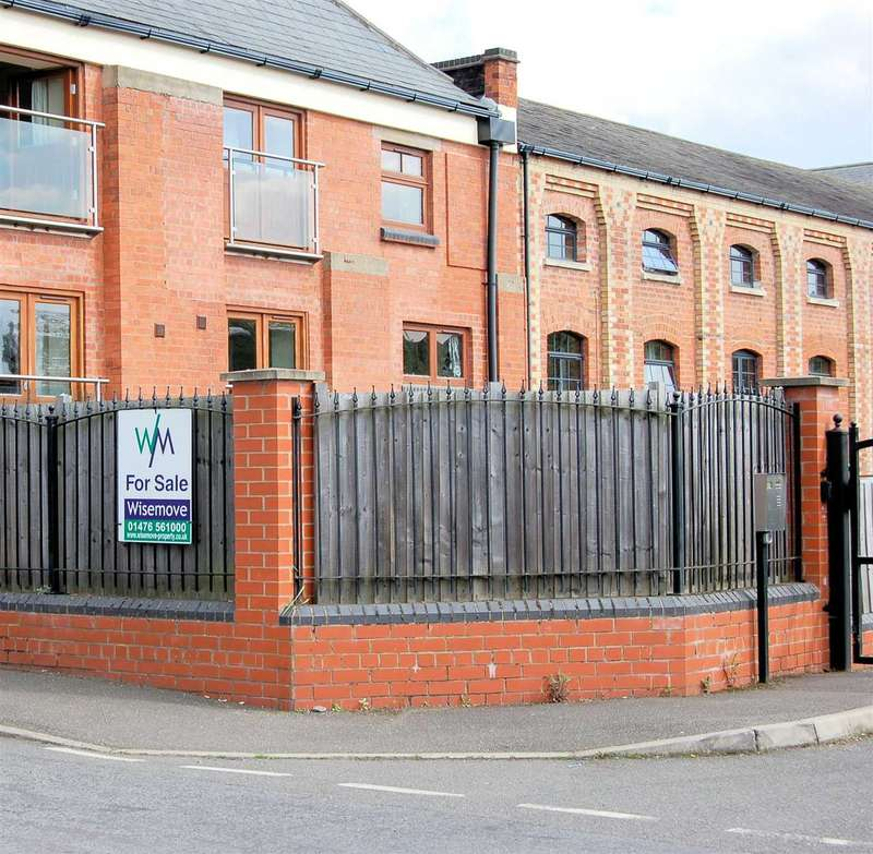 2 Bedrooms Apartment Flat for sale in River View Maltings, Grantham