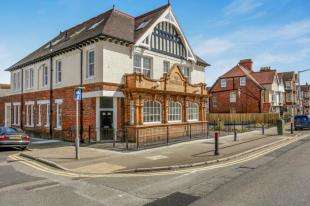 2 Bedrooms Flat for sale in Morehall, Cheriton High Street, Folkestone, Kent