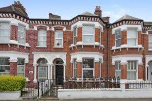 4 Bedrooms Terraced House for sale in Gayville Road, Battersea, London