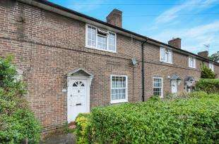 3 Bedrooms Terraced House for sale in Shroffold Road, Bromley