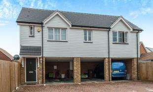2 Bedrooms Semi Detached House for sale in Chancel Drive, Wainscott, Rochester, Kent