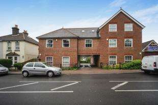2 Bedrooms Flat for sale in Cedar Court, 85 Coulsdon Road, Caterham, Surrey