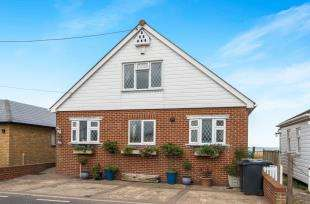 2 Bedrooms Bungalow for sale in Faversham Road, Seasalter, Whitstable, Kent