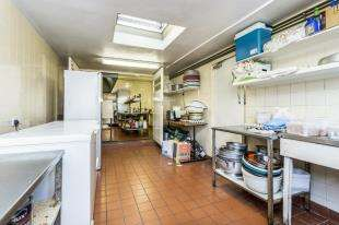3 Bedrooms Flat for sale in The Precinct, Bognor Regis