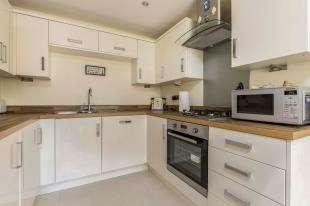 4 Bedrooms Terraced House for sale in Jubilee Gardens, Pagham, Bognor Regis, West Sussex