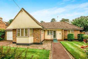 2 Bedrooms Bungalow for sale in Albany Road, Crawley, West Sussex