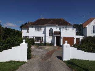 4 Bedrooms Detached House for sale in Crossbush Road, Felpham, West Sussex