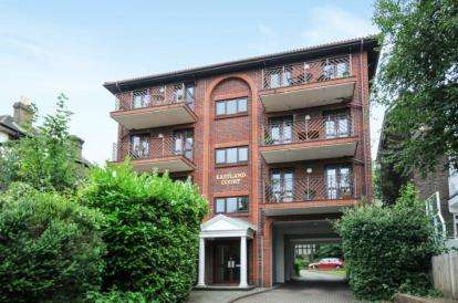2 Bedrooms Flat for sale in Eastland Court, 163A Widmore Road, Bromley