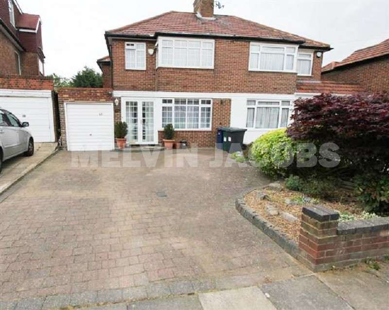 3 Bedrooms Property for sale in Bullescroft Road, Edgware, Greater London. HA8 8RN