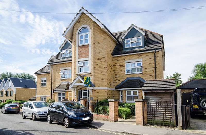 2 Bedrooms Flat for sale in St Margarets Road, Hanwell, W7
