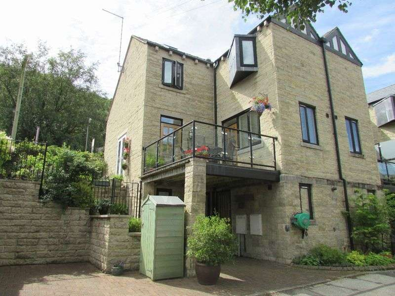 3 Bedrooms Terraced House for sale in Palace House Road, Hebden Bridge