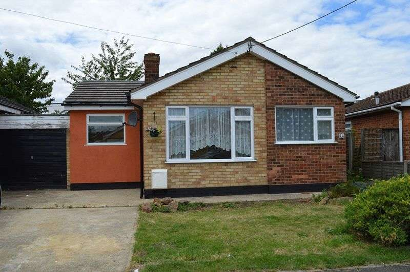 2 Bedrooms Semi Detached Bungalow for sale in St. Annes Road, Canvey Island