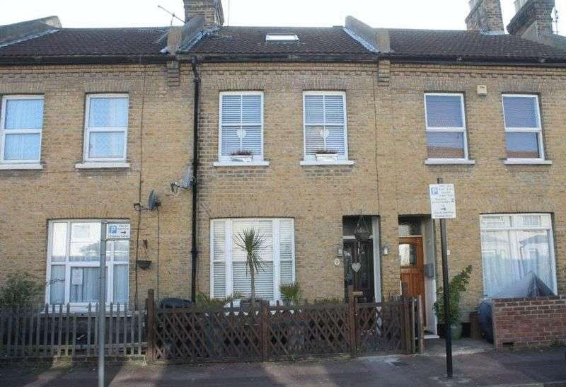 4 Bedrooms Terraced House for sale in Gordon Road, Southend-On-Sea
