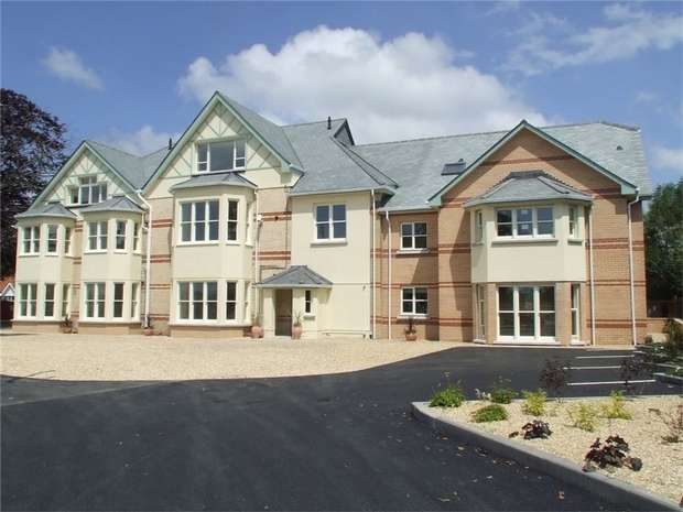 2 Bedrooms Flat for sale in Fortescue Road, BARNSTAPLE, Devon
