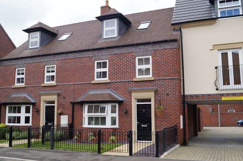 4 Bedrooms Terraced House for sale in Partington Square, Sandymoor, WA7 1LW