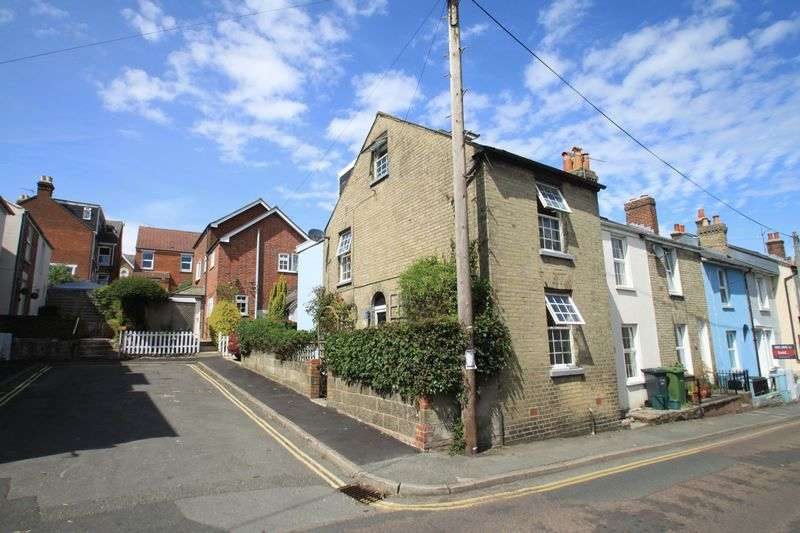 2 Bedrooms Semi Detached House for sale in St Marys Road, Cowes