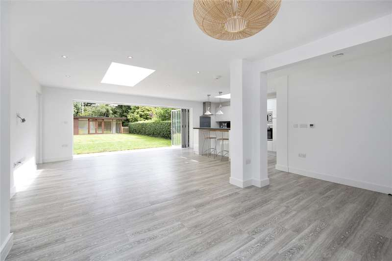 5 Bedrooms Detached House for sale in Beech Close, Hersham, Walton-on-Thames, Surrey, KT12