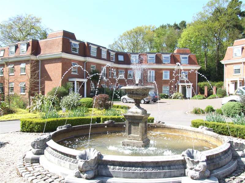 2 Bedrooms Flat for sale in Shottermill Park, Hindhead Road, Haslemere, Surrey, GU27