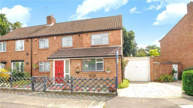 4 Bedrooms Semi Detached House for sale in Beverley Road, Sunbury-on-Thames, Surrey