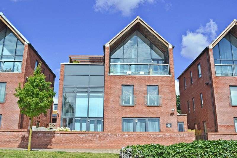 4 Bedrooms Detached House for sale in Parkside, Northampton NN5