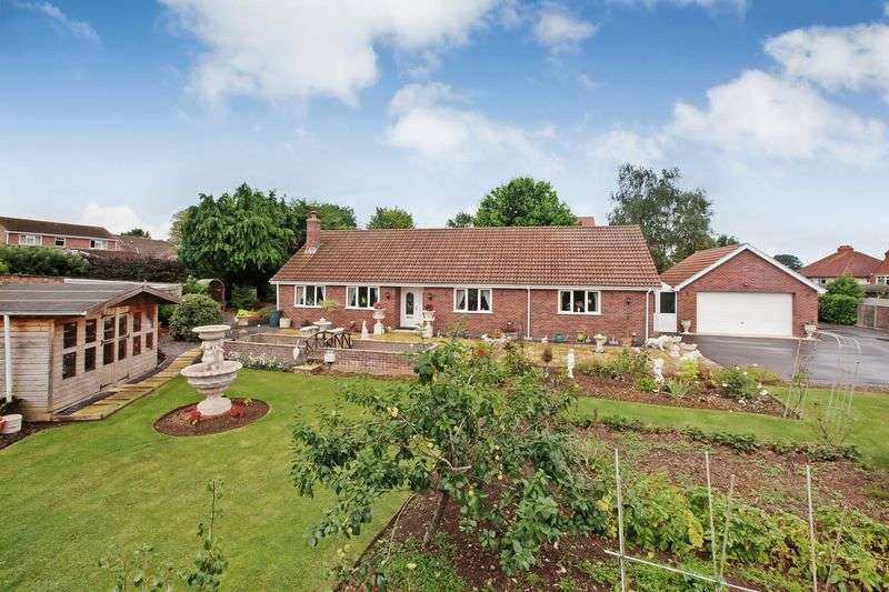 4 Bedrooms Detached Bungalow for sale in Quantock Road, Bridgwater