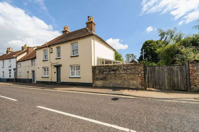 4 Bedrooms Semi Detached House for sale in St. Pancras, Chichester