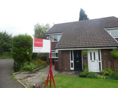 2 Bedrooms Flat for sale in West Meadow, Reddish, Stockport, Cheshire