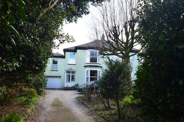 5 Bedrooms Terraced House for sale in Pendarves Road, Camborne, Cornwall