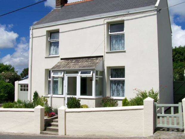 3 Bedrooms Detached House for sale in Higher Fraddon, St. Columb, Cornwall
