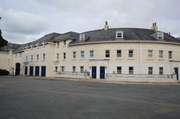 2 Bedrooms Flat for sale in Lisburne Place, Lisburne Square, Torquay, Devon