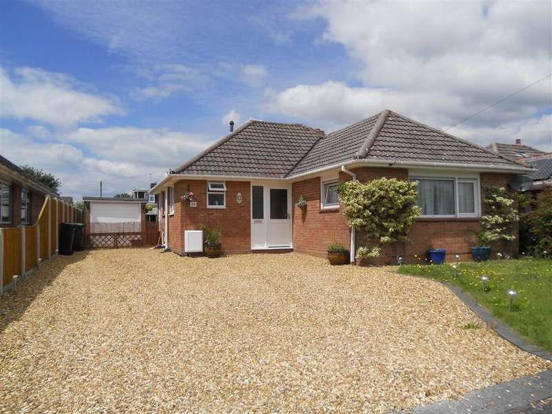 3 Bedrooms Property for sale in Insley Crescent, Broadstone, Dorset, BH18