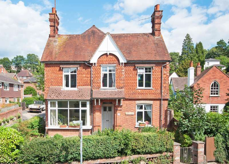 4 Bedrooms Detached House for sale in Horsham Road, Dorking, RH4