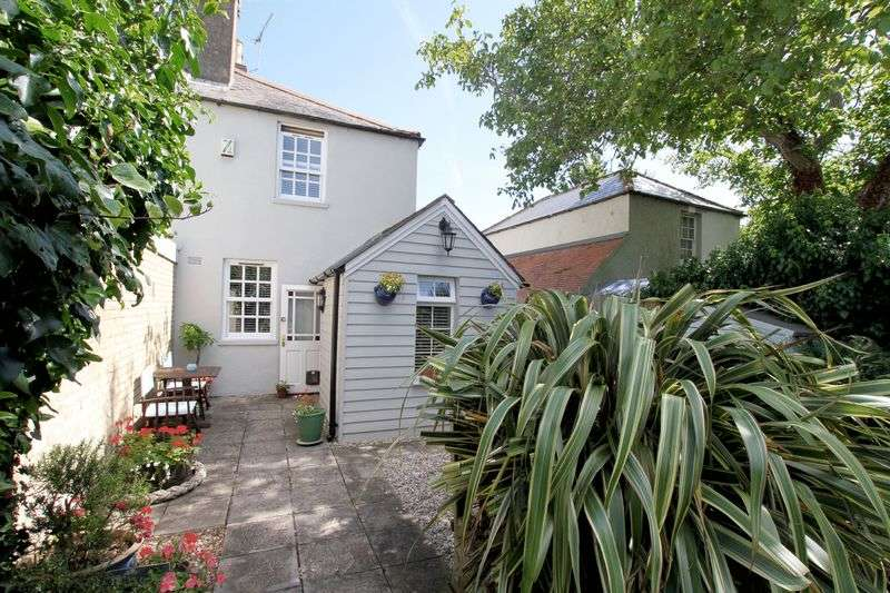 3 Bedrooms Semi Detached House for sale in Kingsdown