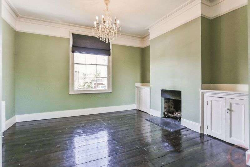 4 Bedrooms Terraced House for sale in Carlton Street, Cheltenham