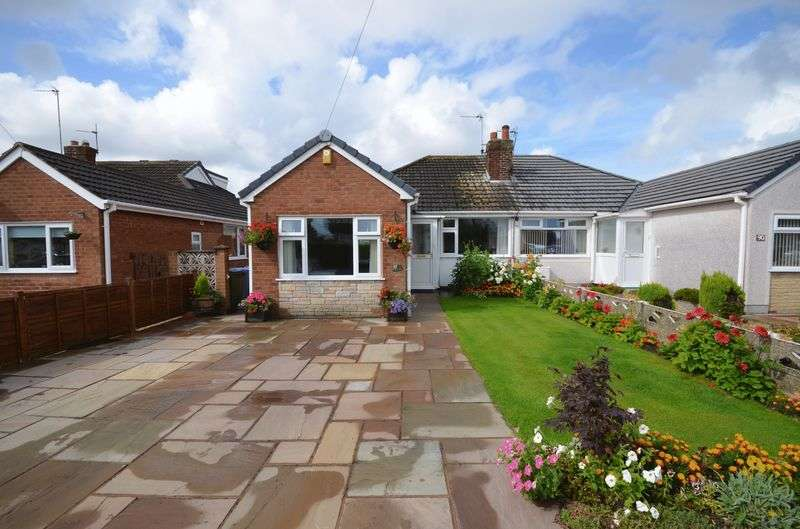 2 Bedrooms Property for sale in 92 Coniston Avenue, Knott End On Sea, Lancs FY6 0DP